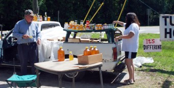 Buying tupelo honey roadside