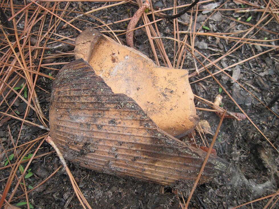 Square clay turpentine pot