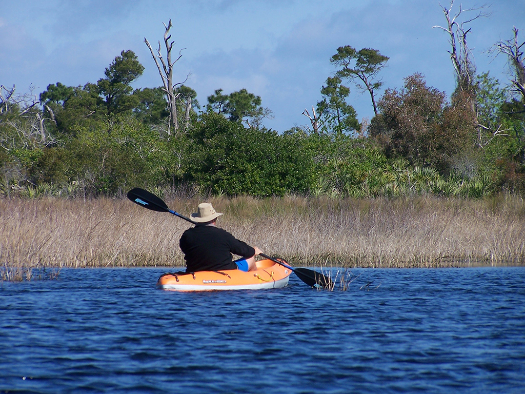 Paddling to St Lucie Inlet Preserve (Lori Burris)