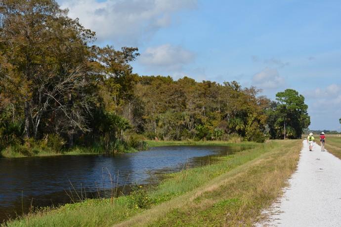 Hiking the 3-mile loop at Taylor Creek STA
