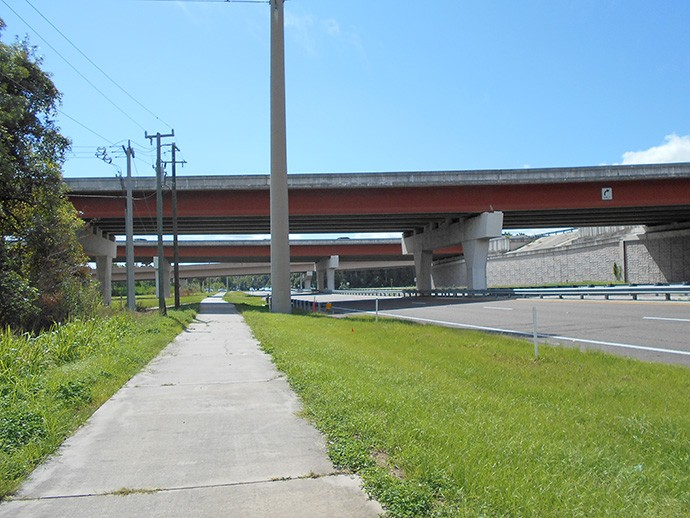 Riding up to Interstate 4 along the bike path paralleling 17/92