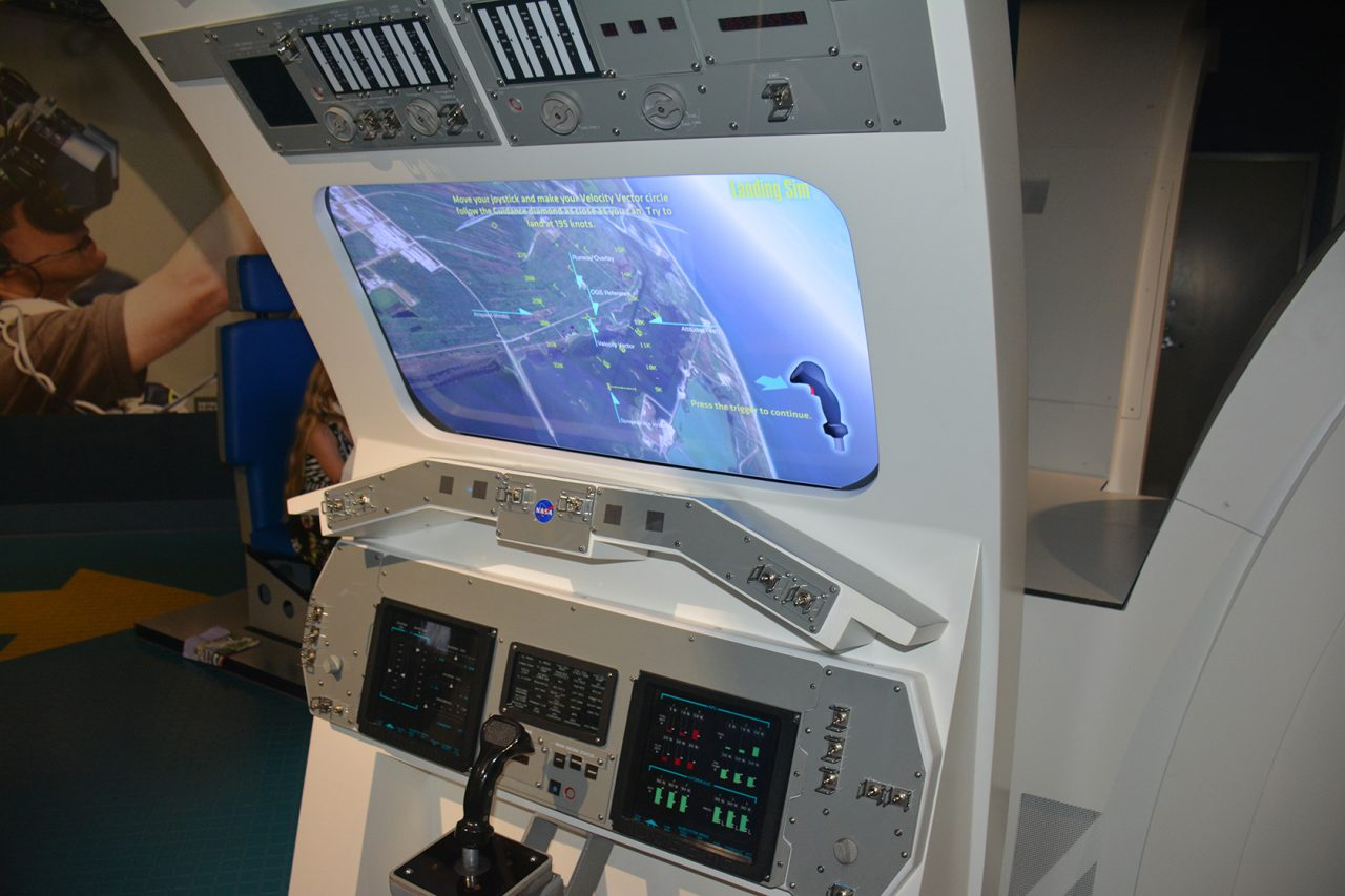 Shuttle landing simulator