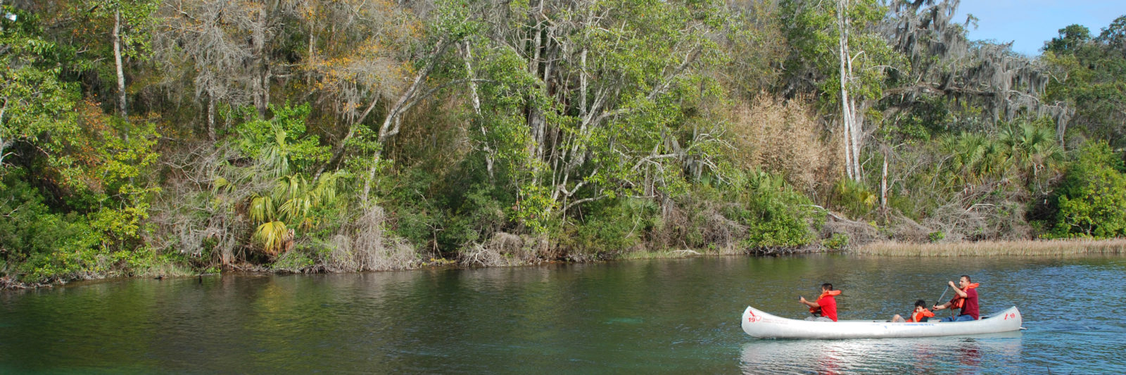 Canoeing the Rainbow River wide
